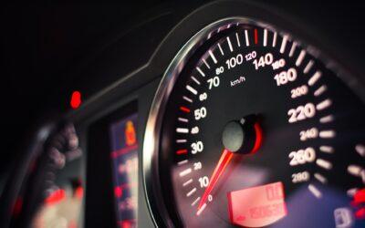 Misterio: ¿Por qué el velocímetro del coche no marca la velocidad real?